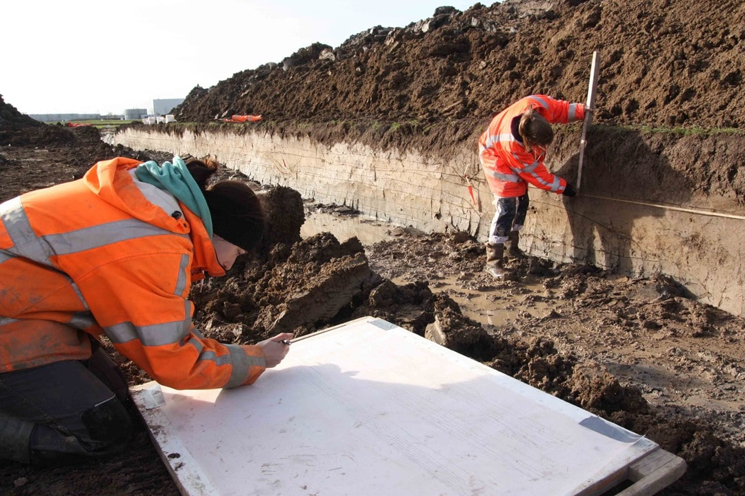 Tekenen profielen bij archeologisch onderzoek VUhbs